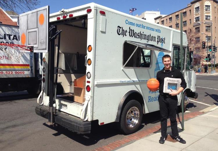 Beauté street team promotes The Washington Post Recess Reading program.