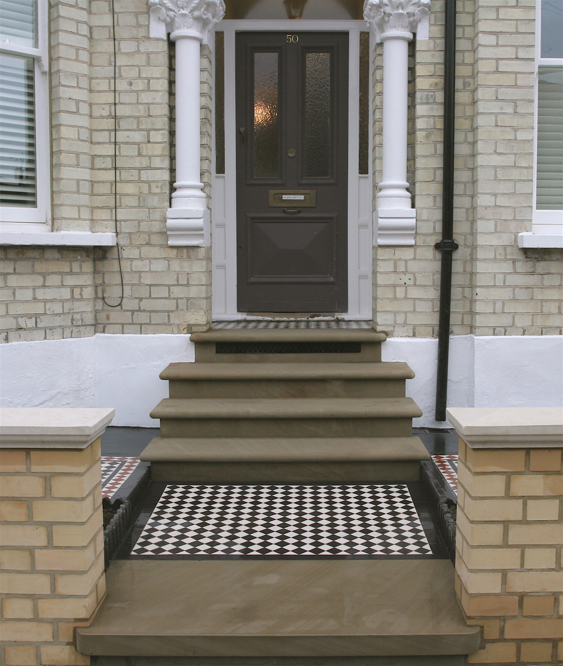 019 Chequer with Black Line Border