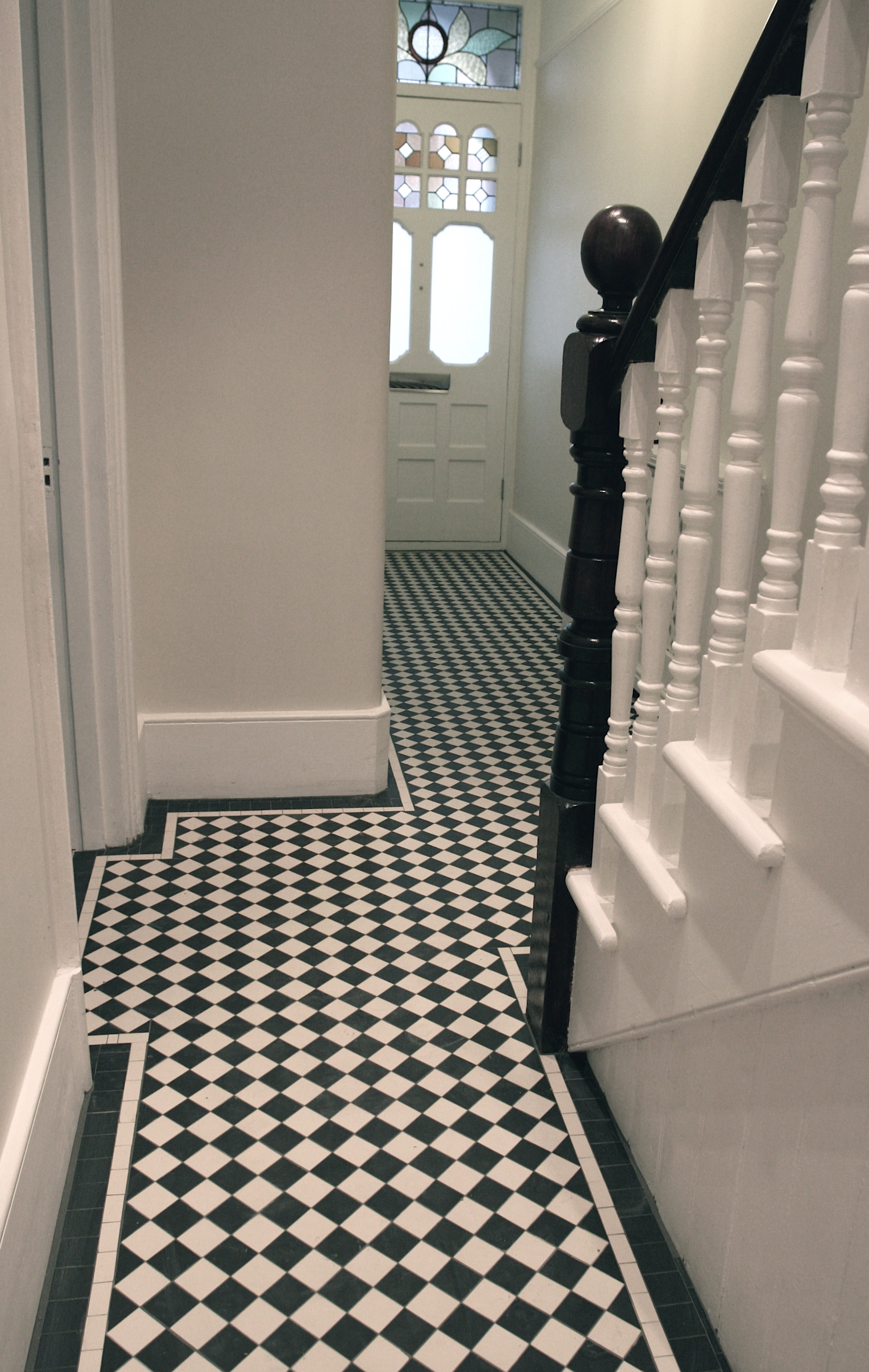 012 Black & White Chequer with Two Line Border