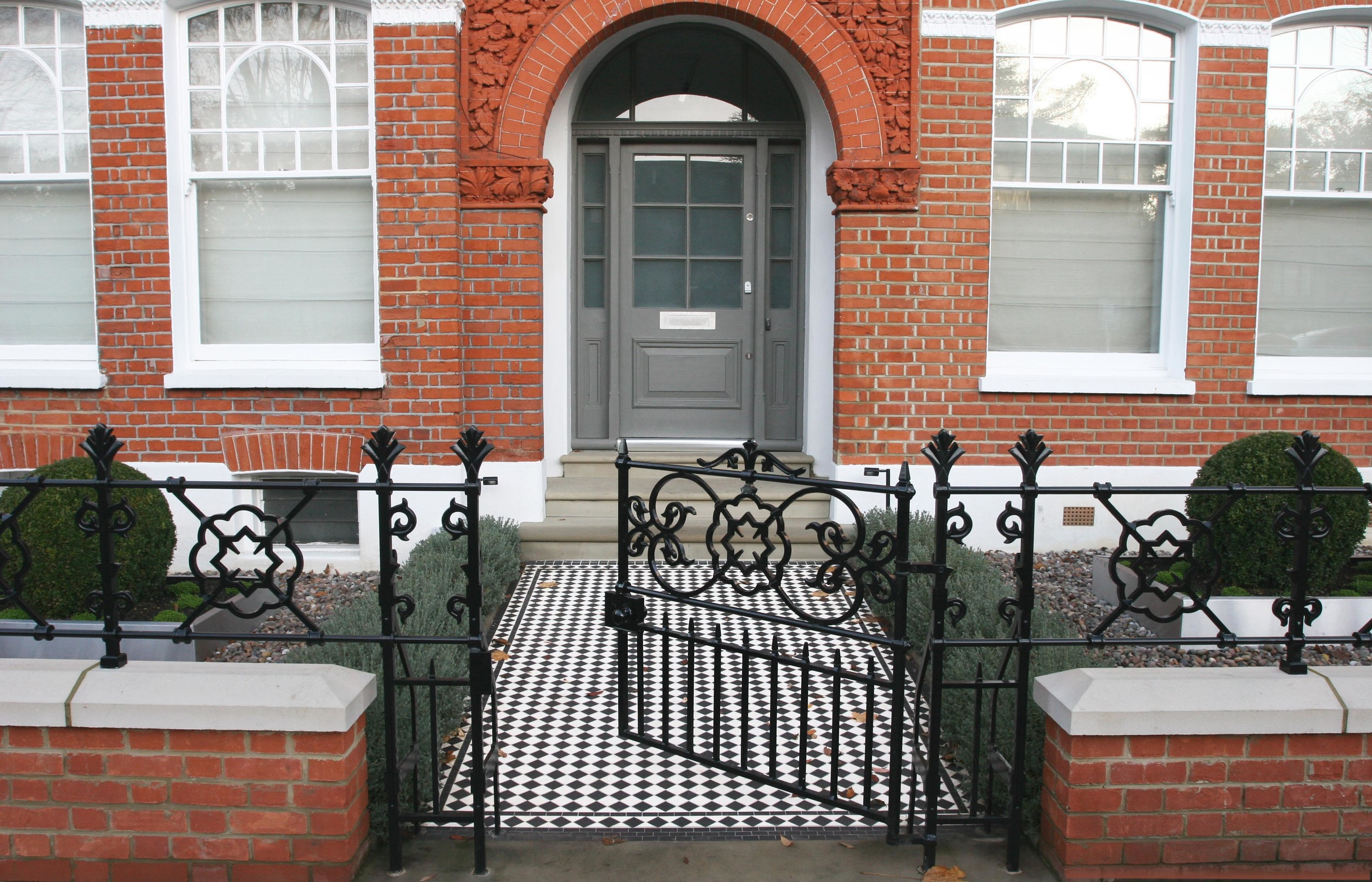 Black and white victorian tiled path with black diamond border