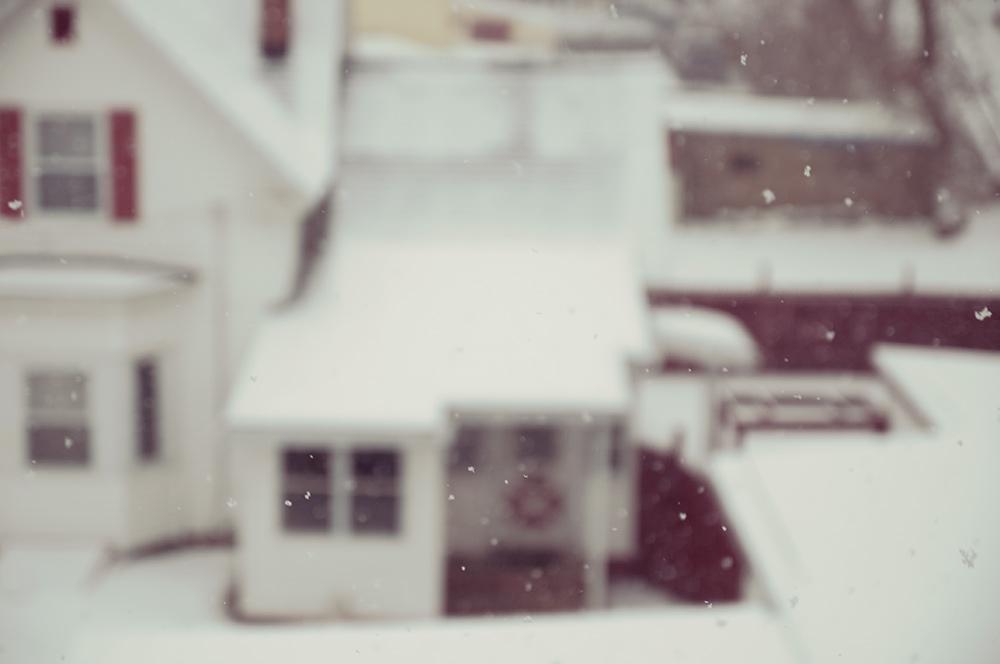 house_snowing.jpg