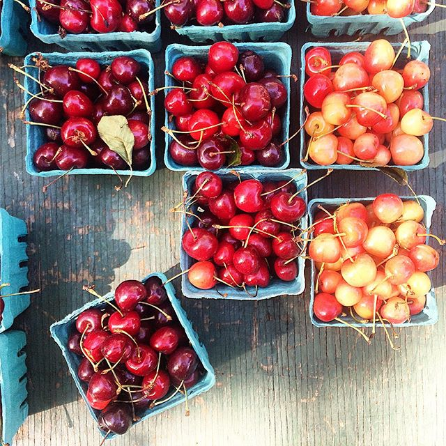 The sight of #summer at the #farmersmarket (if the heat was not enough ;)): juicy and sweet red and Queen Anne #marketfresh #cherries... 😋#Summer19 will be remembered as a great #cherry year in #nyc! 🍒❤️#summerdelights