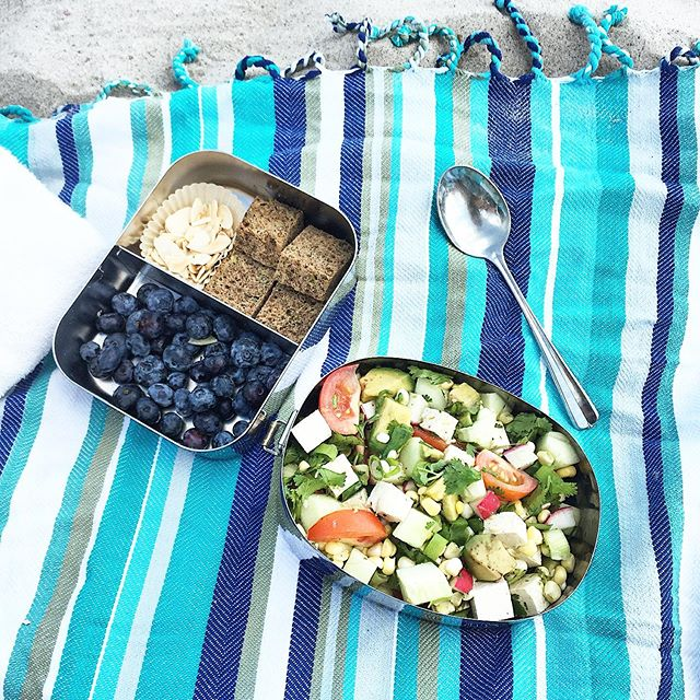 First #nyc #beachday of this #summer, first #marketfresh #beachside (and #wastefree to boot) #picnic: refreshing #salad with #farmersmarket tomatoes, scallions, fresh corn, and cilantro, cucumber, tofu and avocado, some of those blueberries from the last post and some homemade zucchini bread too. Now wishing there were some leftovers for this #meatlessmonday too :). 🍅🌽🥬🥒🥑🥗 #summereats