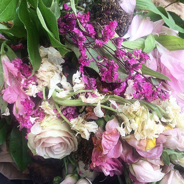 Beauty in the #compostbin...:) 🌸💕 You never know what you will see during the weekly #farmersmarket #compost #dropoff but some weeks it can be quite pretty and #poetic. 😊🌷💐 #nycgreenmarket #weeklycompost