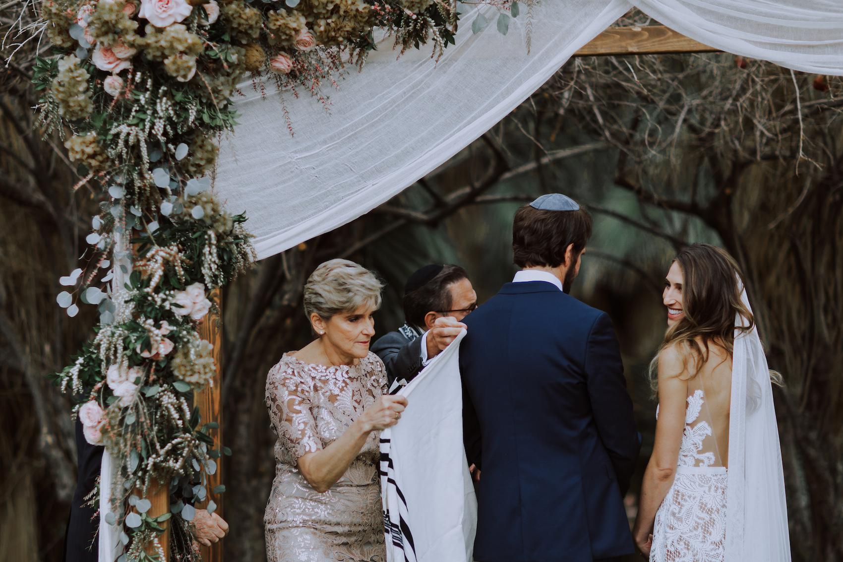 29-Palms-Inn-Joshua-Tree-Jewish-Wedding-H+M-46.jpg