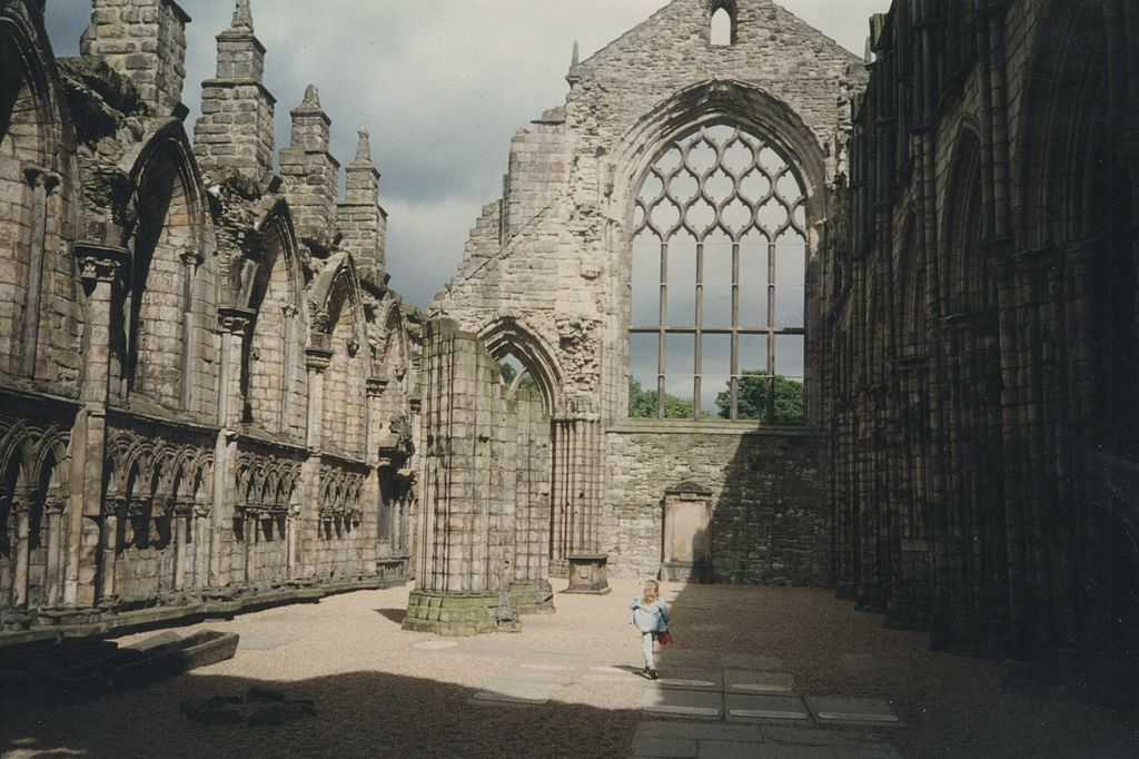 Holyrood Abbey, May 1996, via Wikimedia Commons user: Marco2000