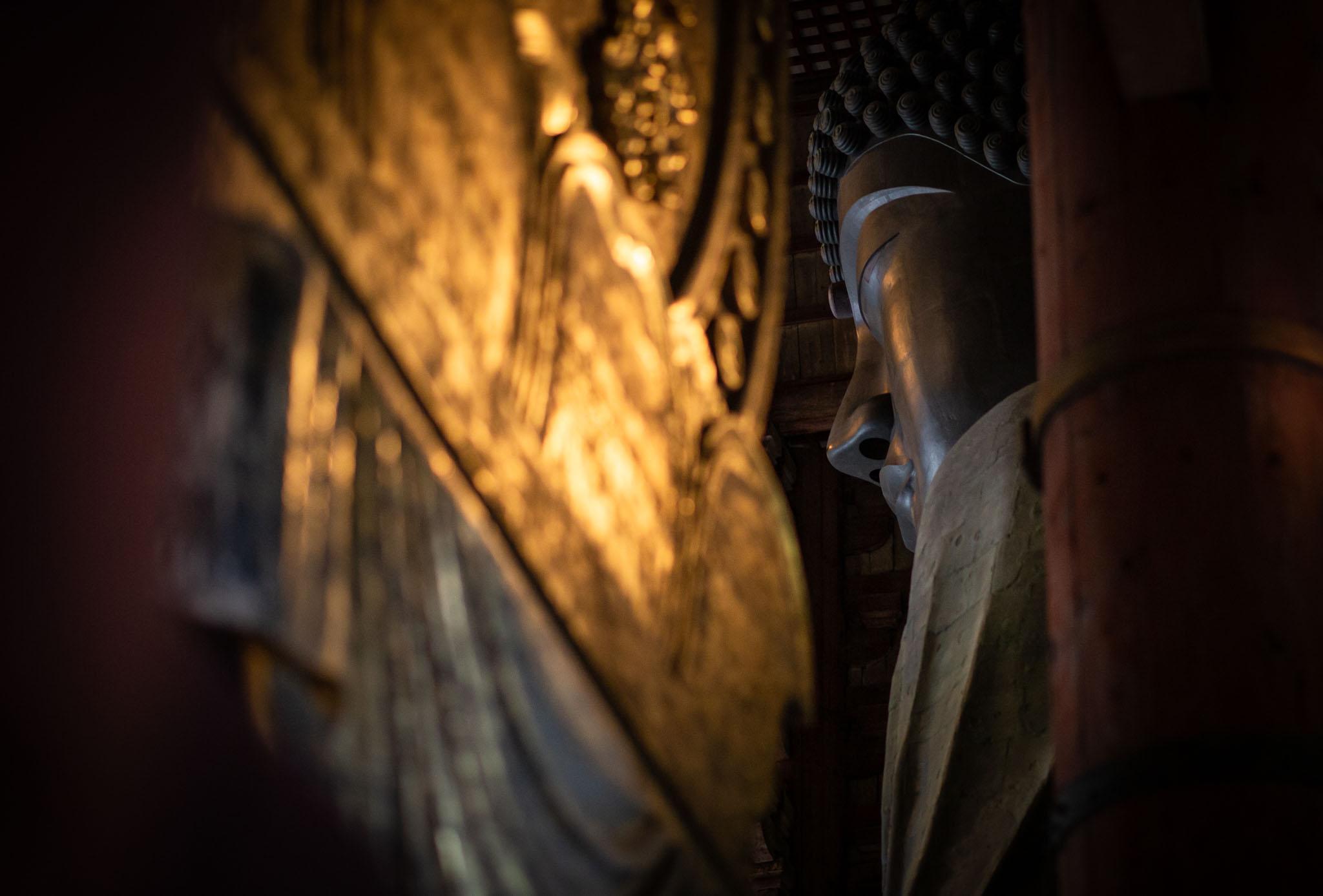 Buddha-Statue-in-the-temple-of-Tōdai-ji-in-Nara.jpg