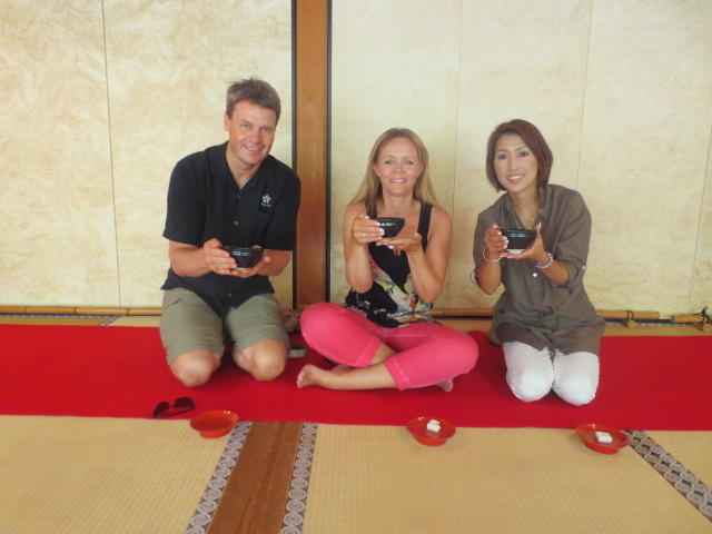 Akiko san showed us the right way to enjoy Japanese tea