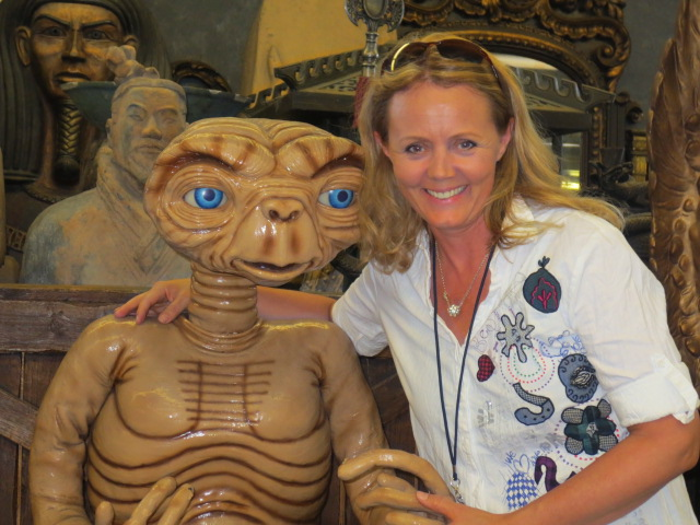 Gudrun could not resist the temptation of hugging ET