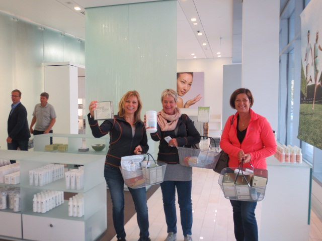 Anneli, Liv and Lena loving to shop in the new Innovation Center