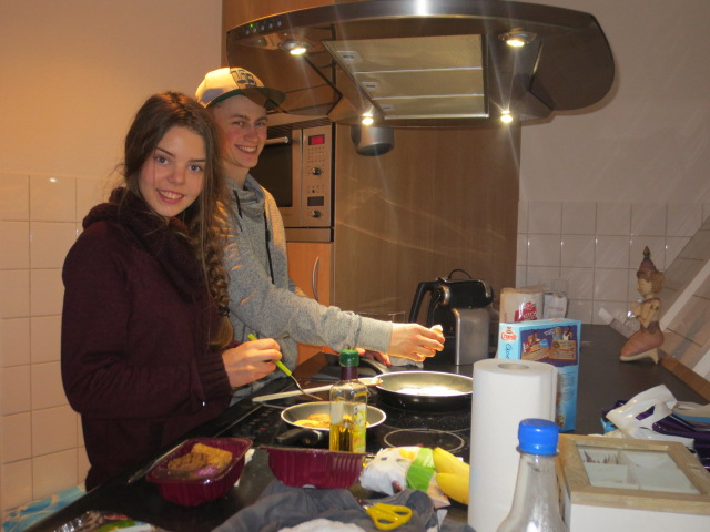 Atli and Dora showing off their kitchen skills