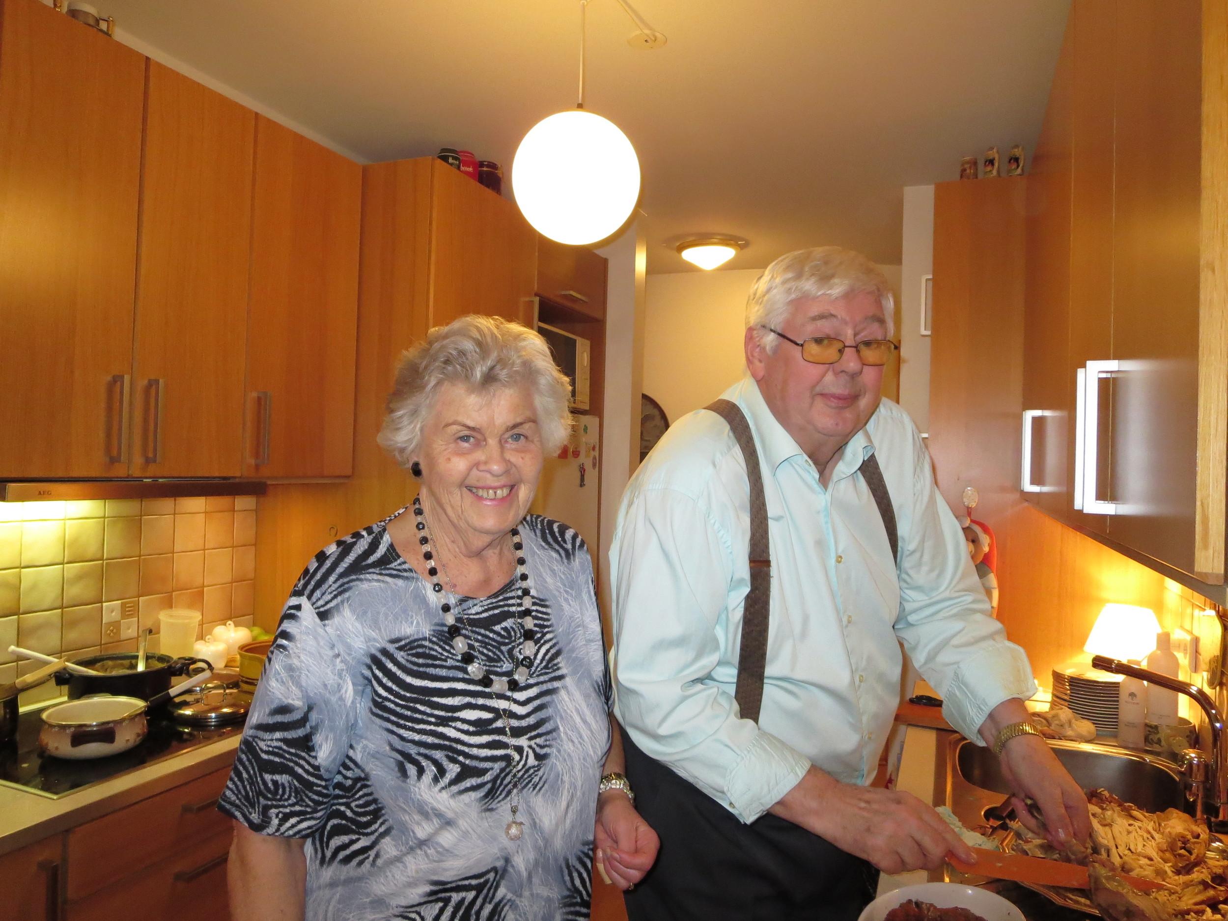 Benedikt´s parents busy in the kitchen