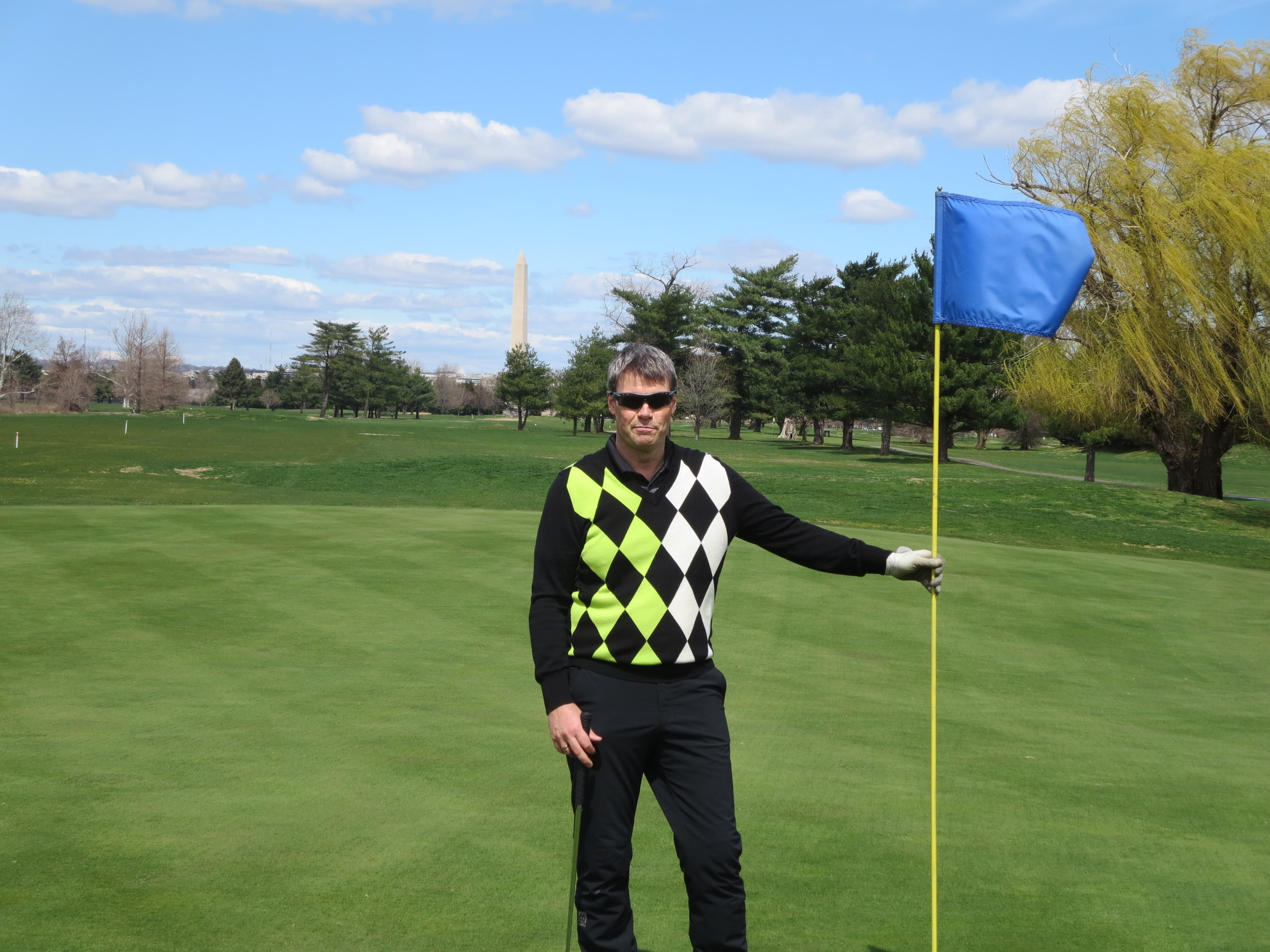 Golf with the Washington Monument in the background