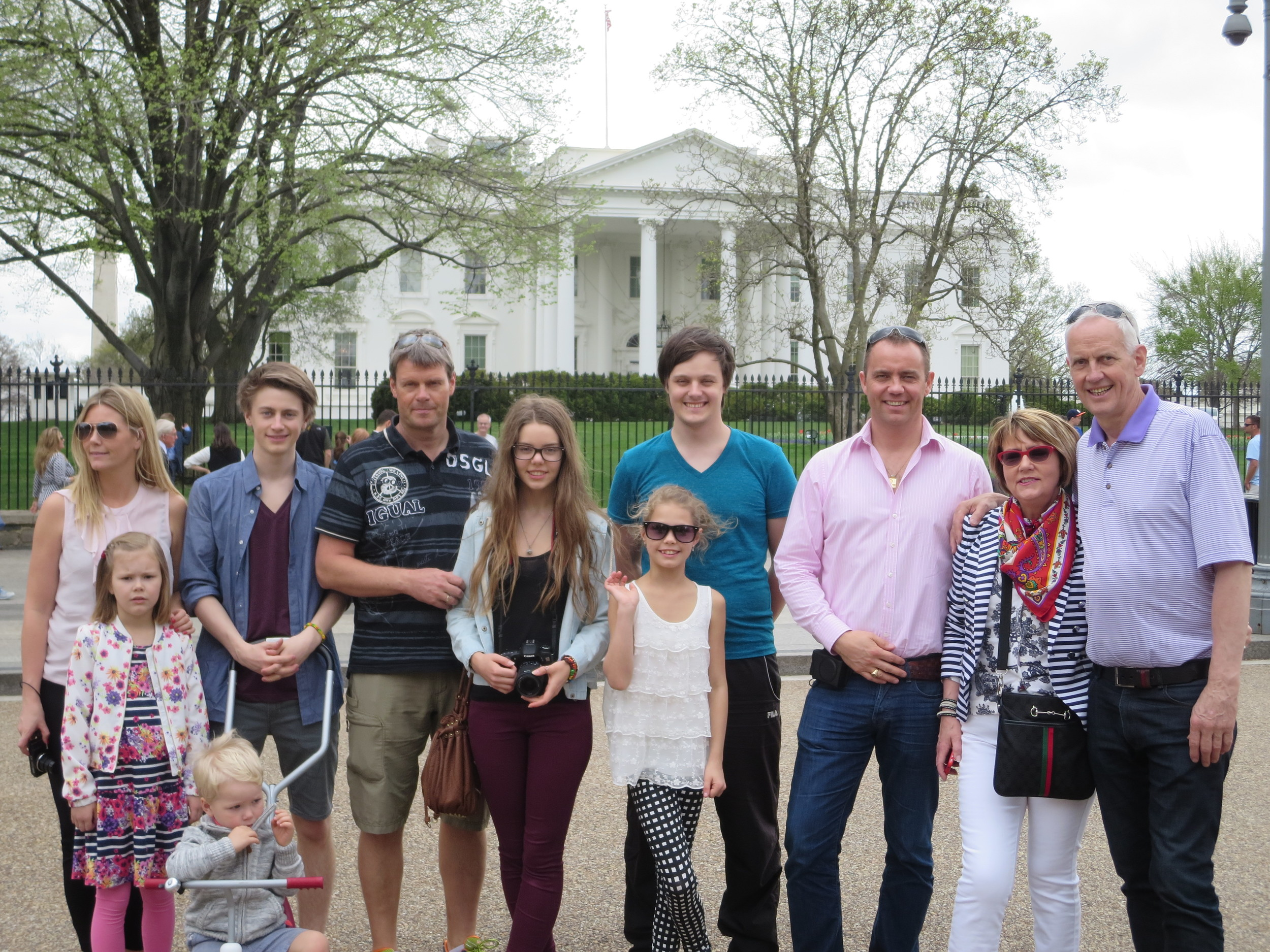 Group photo (without Gudrun) in front of The White House