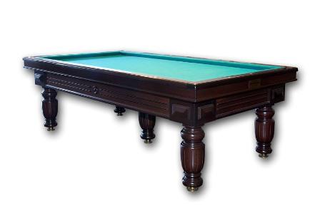 Louis XIV   Banden 90°, pen en gat massief, éénmaal zijdelings geschroefd in de lei. Lei ééndelig op de tafel van 2.10 m en 2.30 m, driedelig op de tafels van 2.10 m, 2.30 m en 2.84 m. De frames zijn van multiplex, met mahonie afwerking. LouisXIV heeft massief mahonie poten, eik als optie. Verwarming met thermostaat (in optie: elektronisch digitaal regelbaar). Afmetingen: 5 regelpoten: 2.10 m x 1.05 m.    6 regelpoten: 2.30 m x 1.15 m. 8 regelpoten: 2.84 m x 1.42 m.