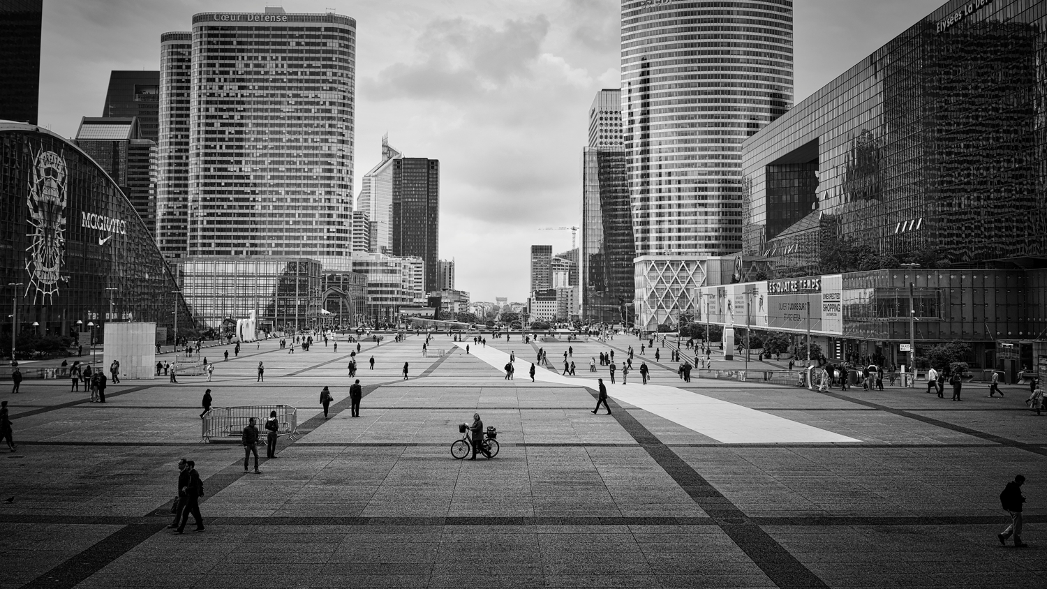 Welcome Paris La Défense.    Paris La Défense | Puteaux | Courbevoie | France    Sony A7 | 35mmƒ2.8 Carl Zeiss   Photos   sur le site 500px      ©Thierry Lothon 2014.