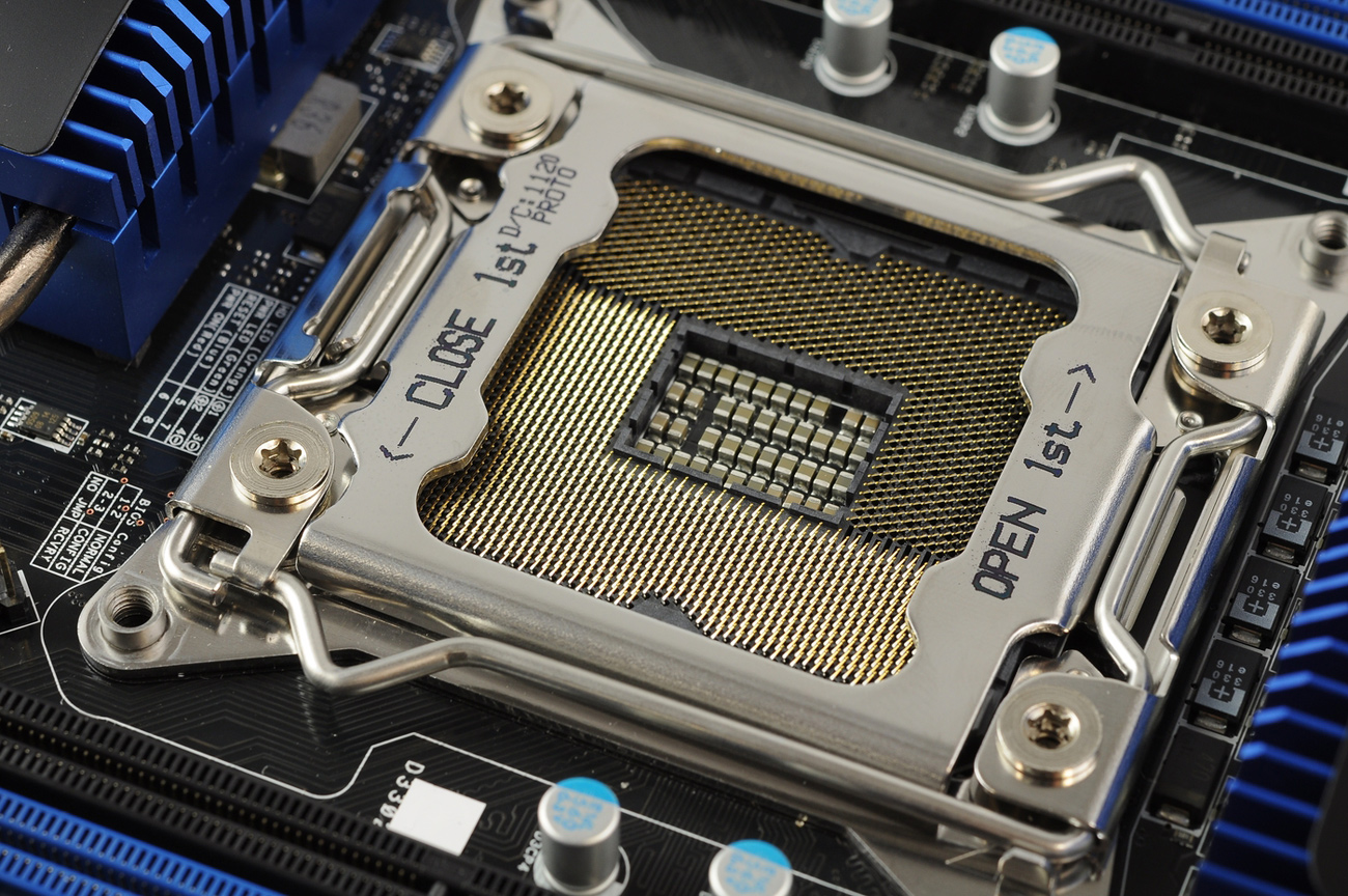 Un socket Intel : le support du processeur.