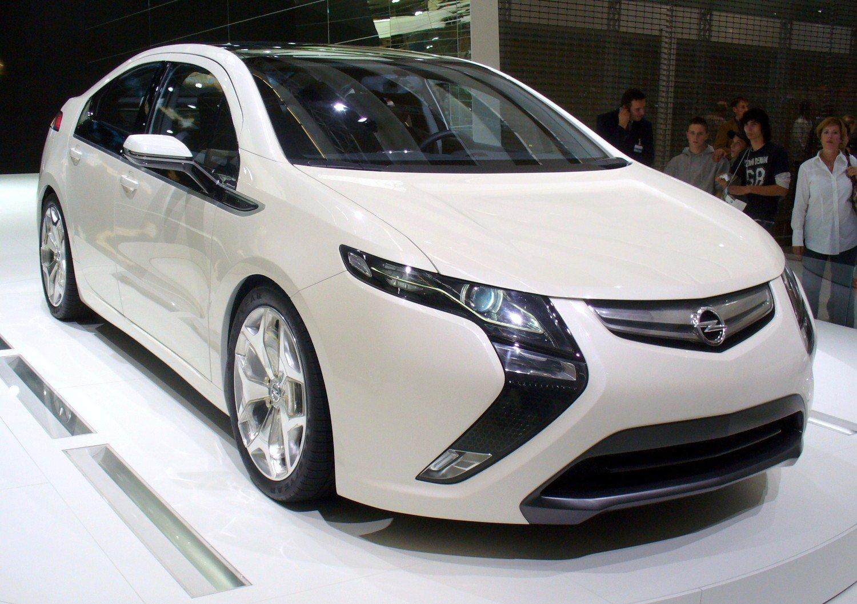 Cette voiture est vendue en Europe par la marque Opel sous le nom Ampera.