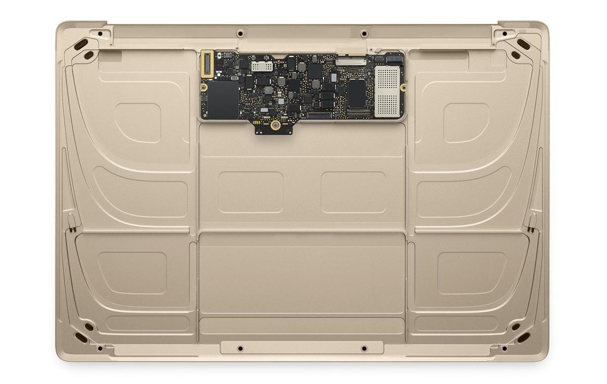 Une fois la batterie et le mécanisme du Trackpad retirés, il ne reste que la carte mère contenant CPU, RAM, SSD, carte WIFI...