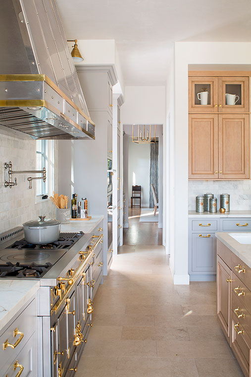 The brass hardware and amazing range add some polis