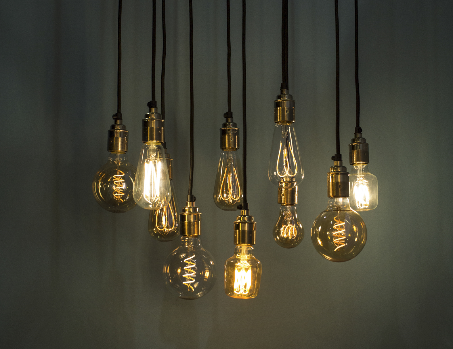 Light Bulbs - Make sure ALL lightbulbs are working in EVERY light source.Missing or burnt out bulbs can make your home look rundown and uncared for in photos and video. This is not the impression you want to leave. Check all ceiling fans, bathroom sconces and dining room chandeliers.If there are multiple bulbs in a sconce or chandelier, make sure the light bulbs match in color & intensity.More light will tremendously help with the clarity and brightness of the video and photos (it's also great for showings). THERE CAN NEVER BE TOO MUCH LIGHT!!If you want everything to look extra great, replace all bulbs with 100-150w daylight equivalent LED or incandescent.