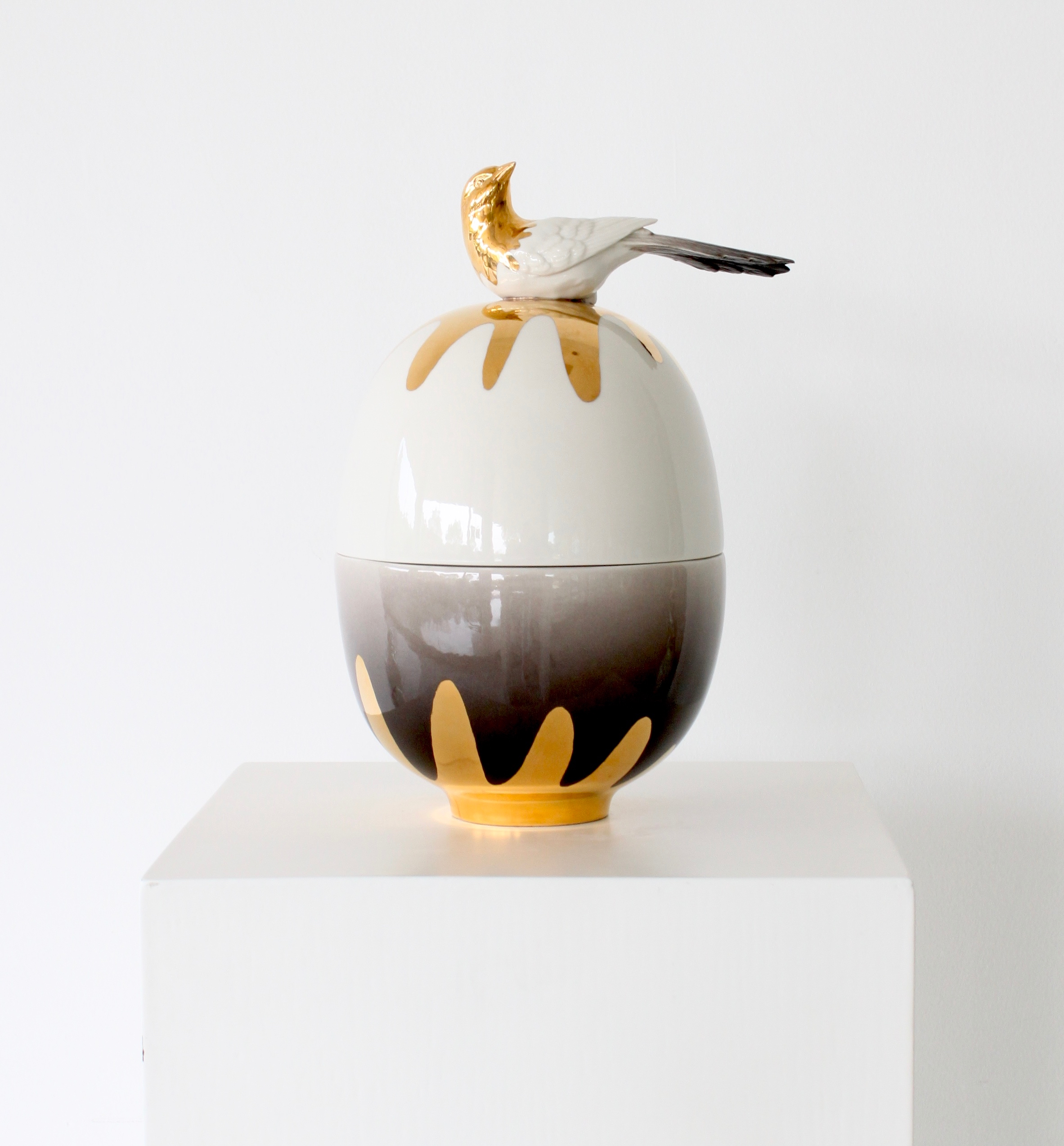 Egg vase small Gold bird - 1.jpg
