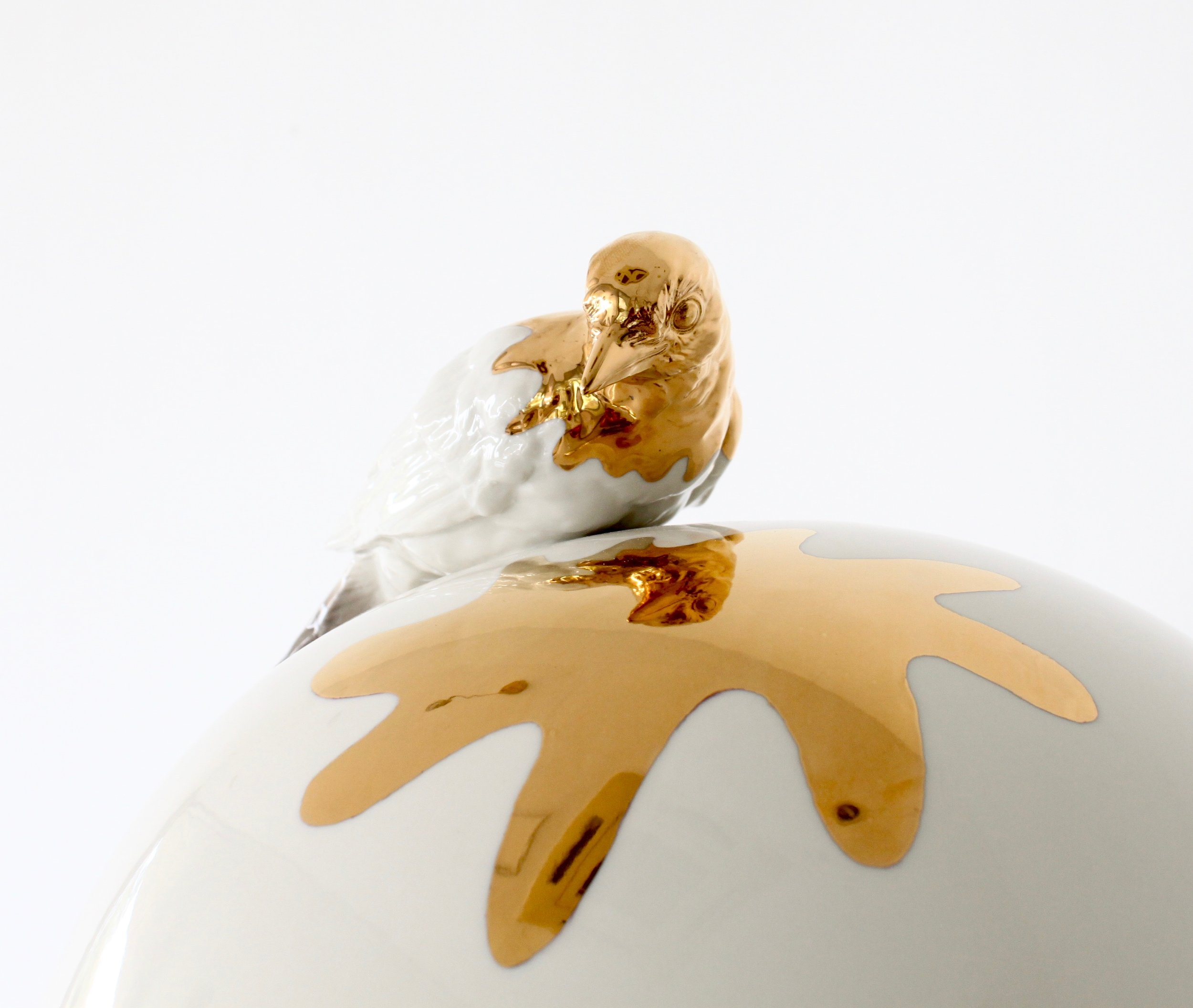 Egg vase small Gold bird detail - 1.jpg