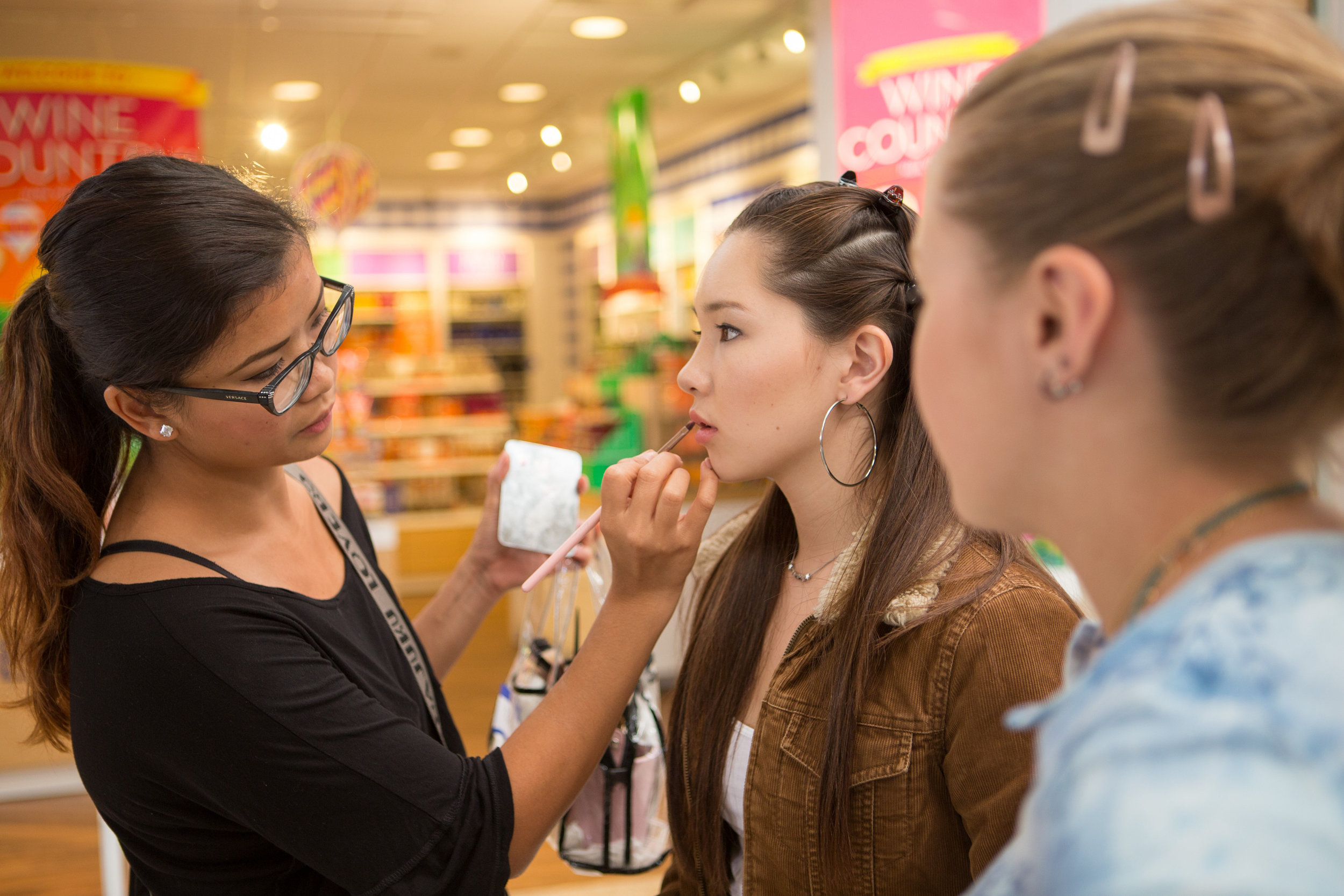 The talented Roczane, MUA touching up Evelyn Warner