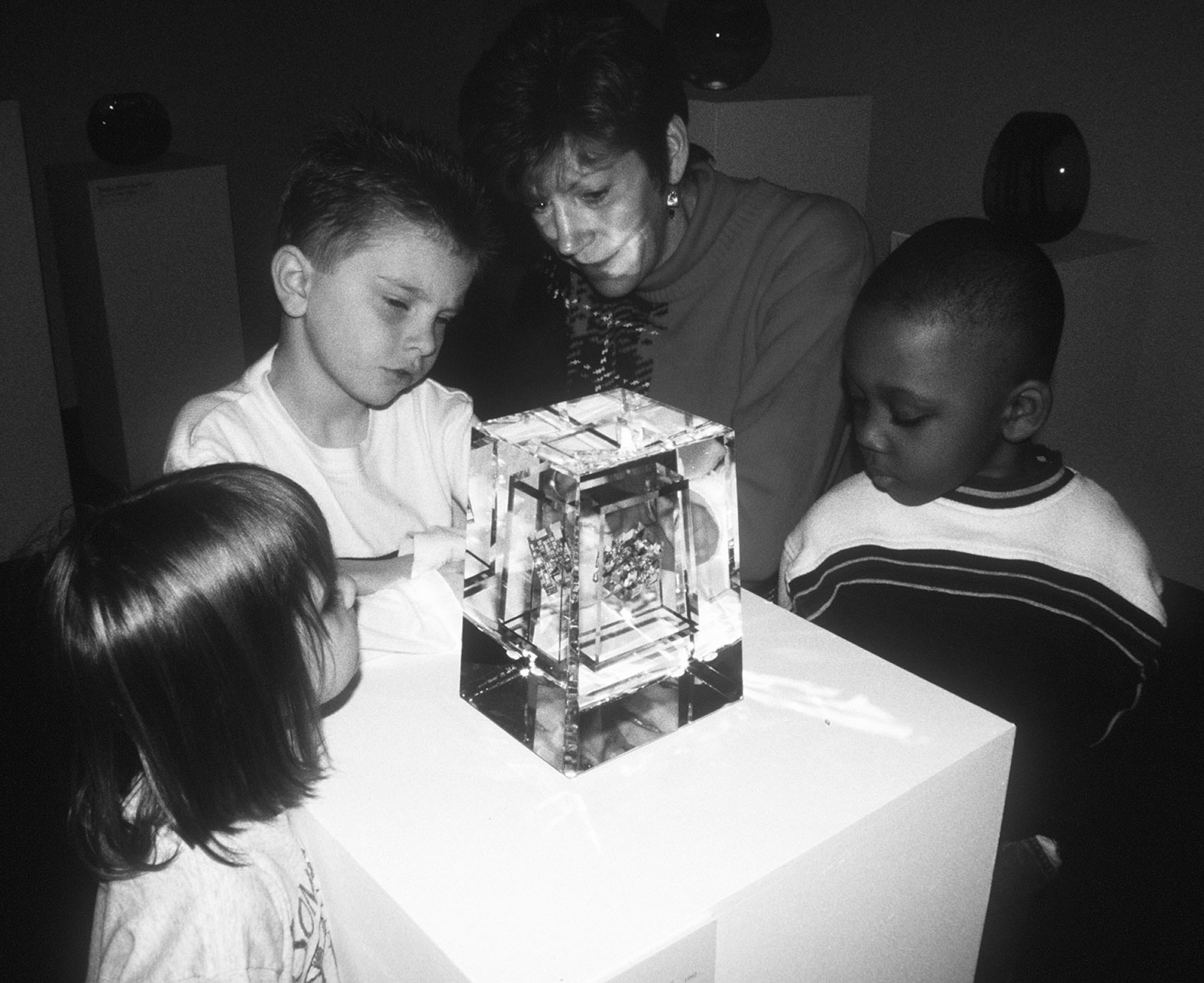 Preschoolers examine a glass sculpture in a Pint Size Picassos class, 2000
