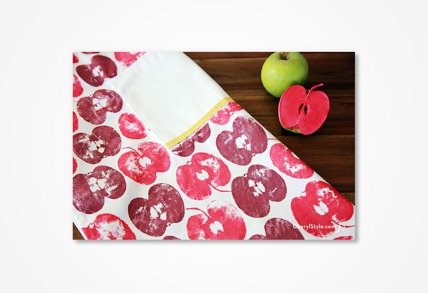 cs-apple-stamp-apron-2.jpg