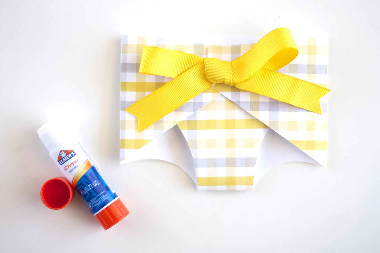 DIY gender reveal baby shower favors