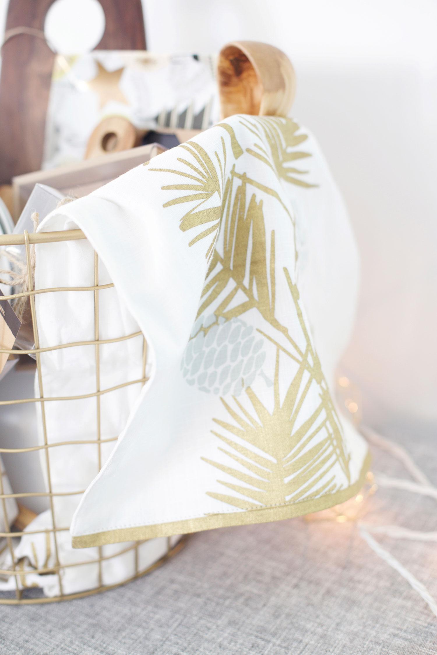 table runner liner for gift basket