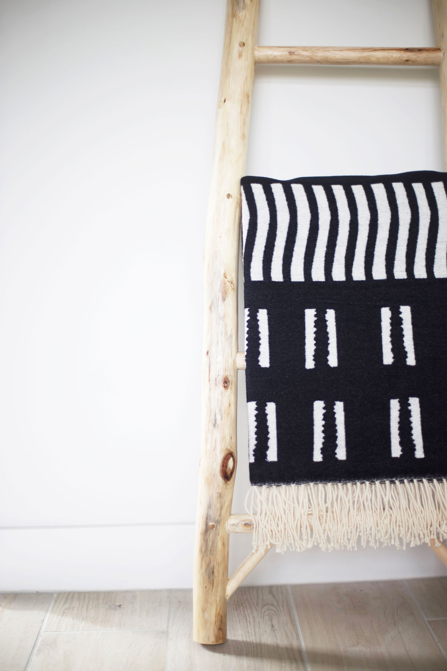 decorative ladder and throw blanket