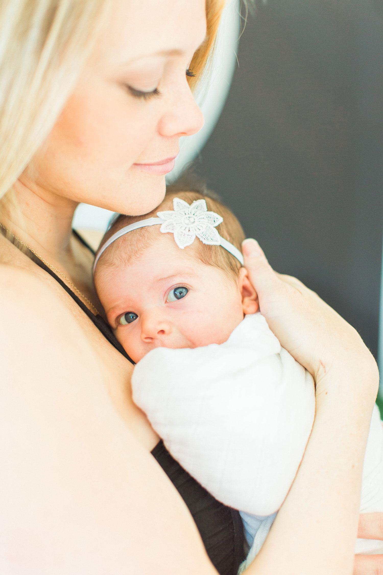 newborn pics mom and baby