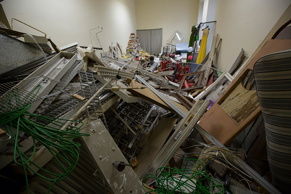 """Photos, Performance, Installation     """"THE INCOMPATIBLE ROOM"""" 