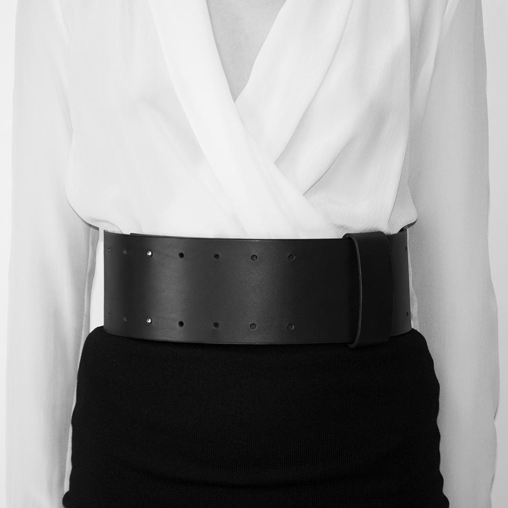 'Minimalist' Leather Waist Belt_model.jpg