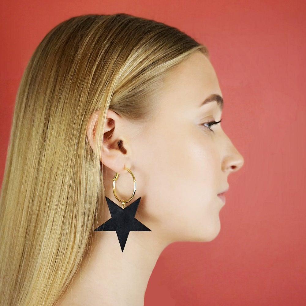 DHO+STEVIE+star+hoops+black+worn.jpg