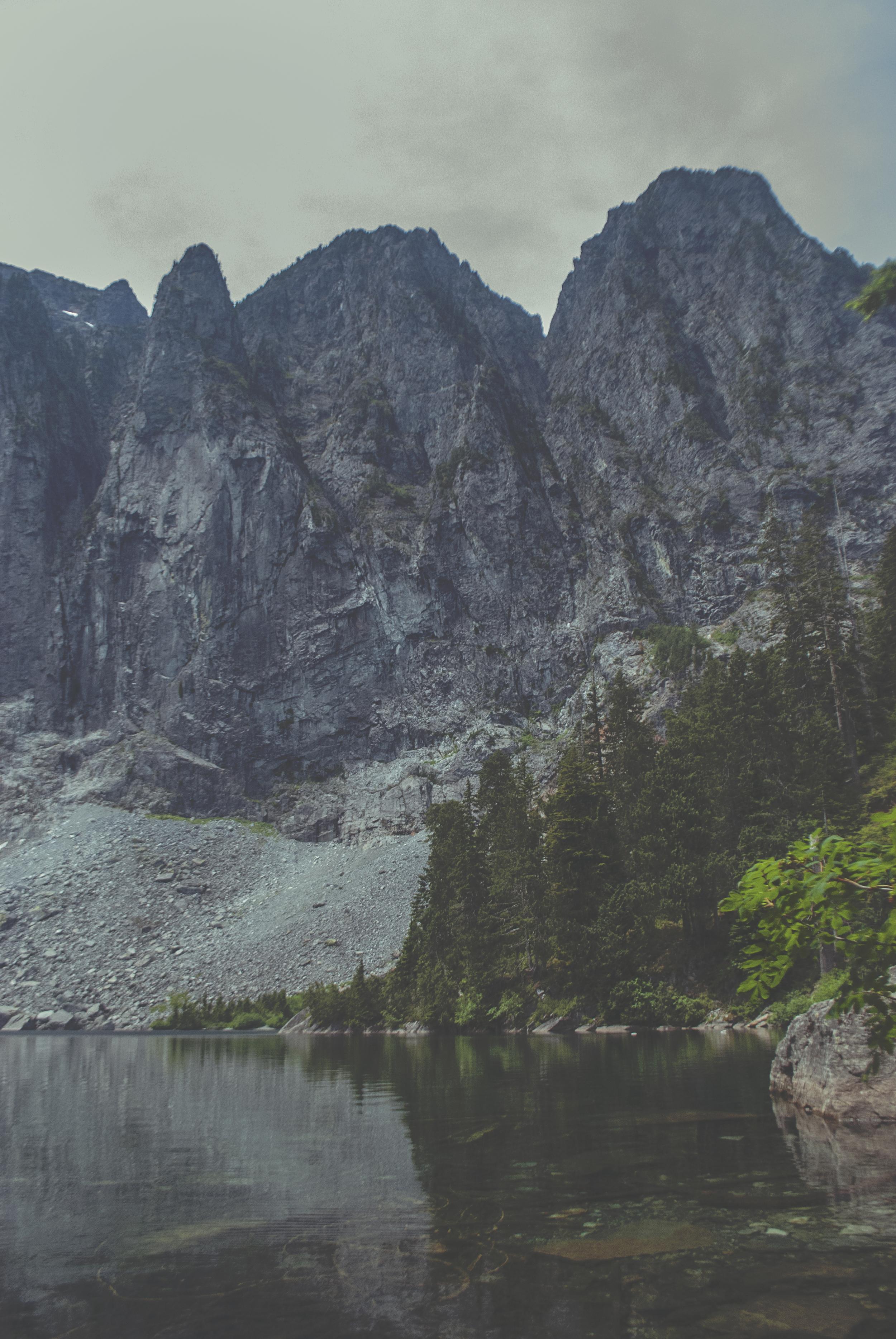 Seattle_lakeserene_mountain_trees_DSC0217.jpg