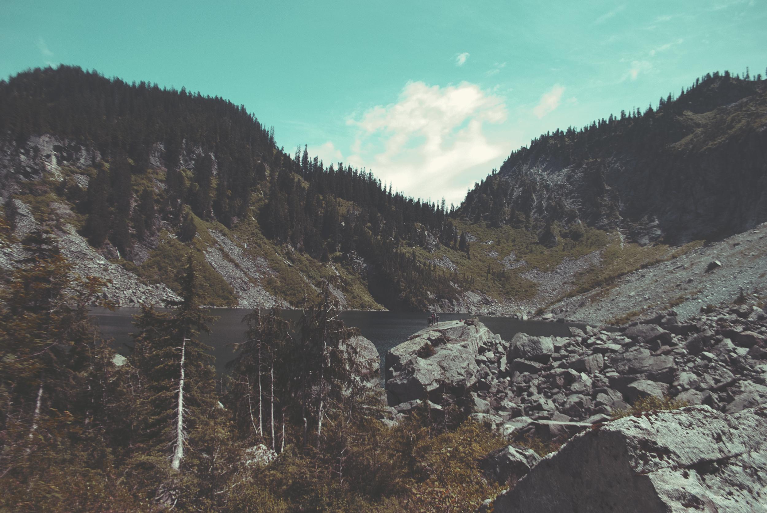 Seattle_lakeSerene_overview_mountain_trees_water_rocks_DSC0261.jpg