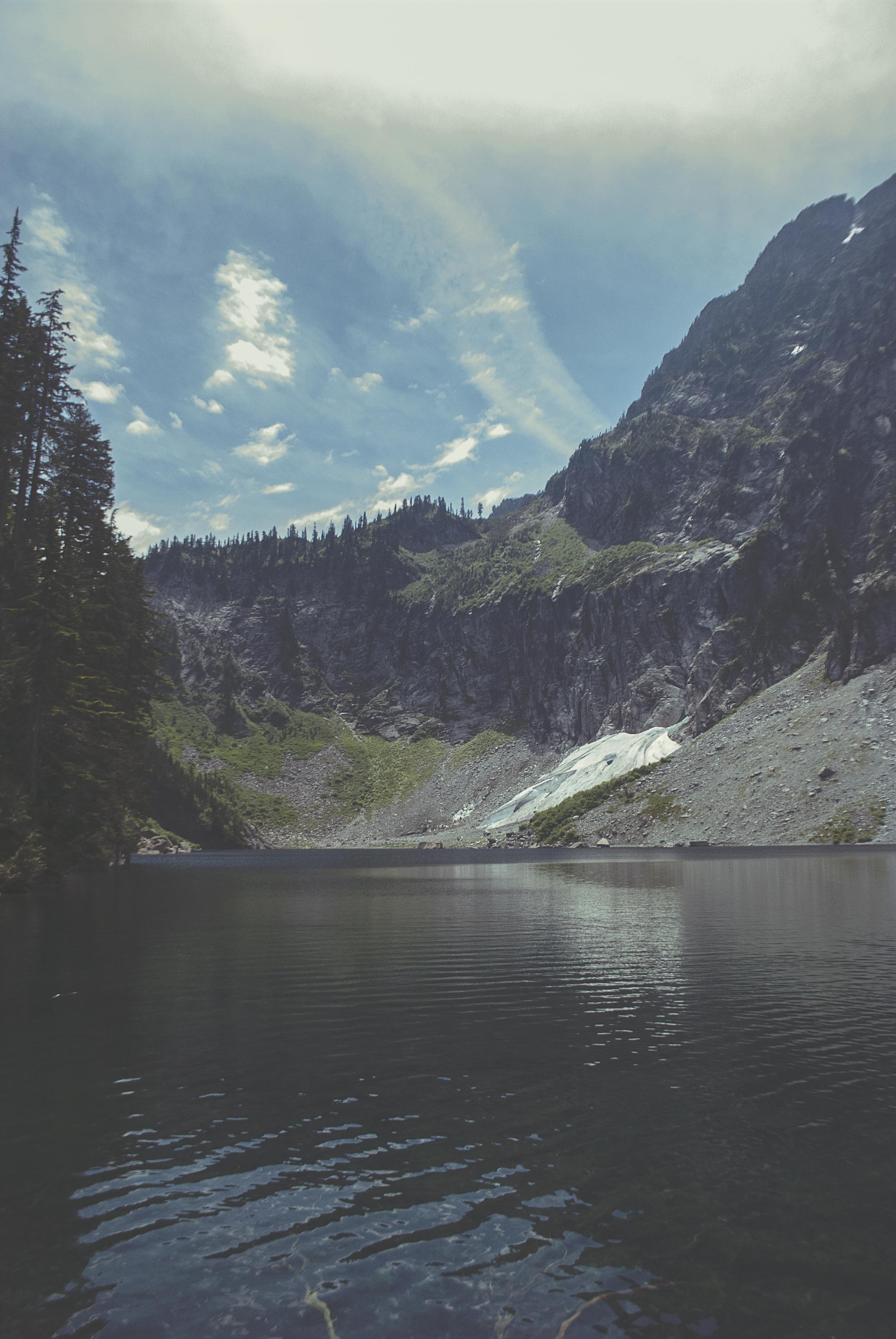 Seattle_lakeSerene_trees_mountain_DSC0233.jpg