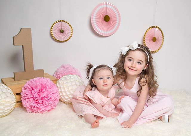 I got the opportunity to photograph these two for Christmas photos. I was thrilled when Jamie (their mother) asked me to take Fiona's 1st birthday photos. Birthdays and getting your picture taken can make you cry, but all you need is your big sister by your side. 😍#sisters #firstbirthday #sisterlove #cakesmash #Wallawallastudios #canon #canonphotography #weddingphotography #engagementphotography #familyphotography #maternityphotography #newbornphotography #portraitphotography #newjersey #nj #jerseyshore #centraljersey #love #art
