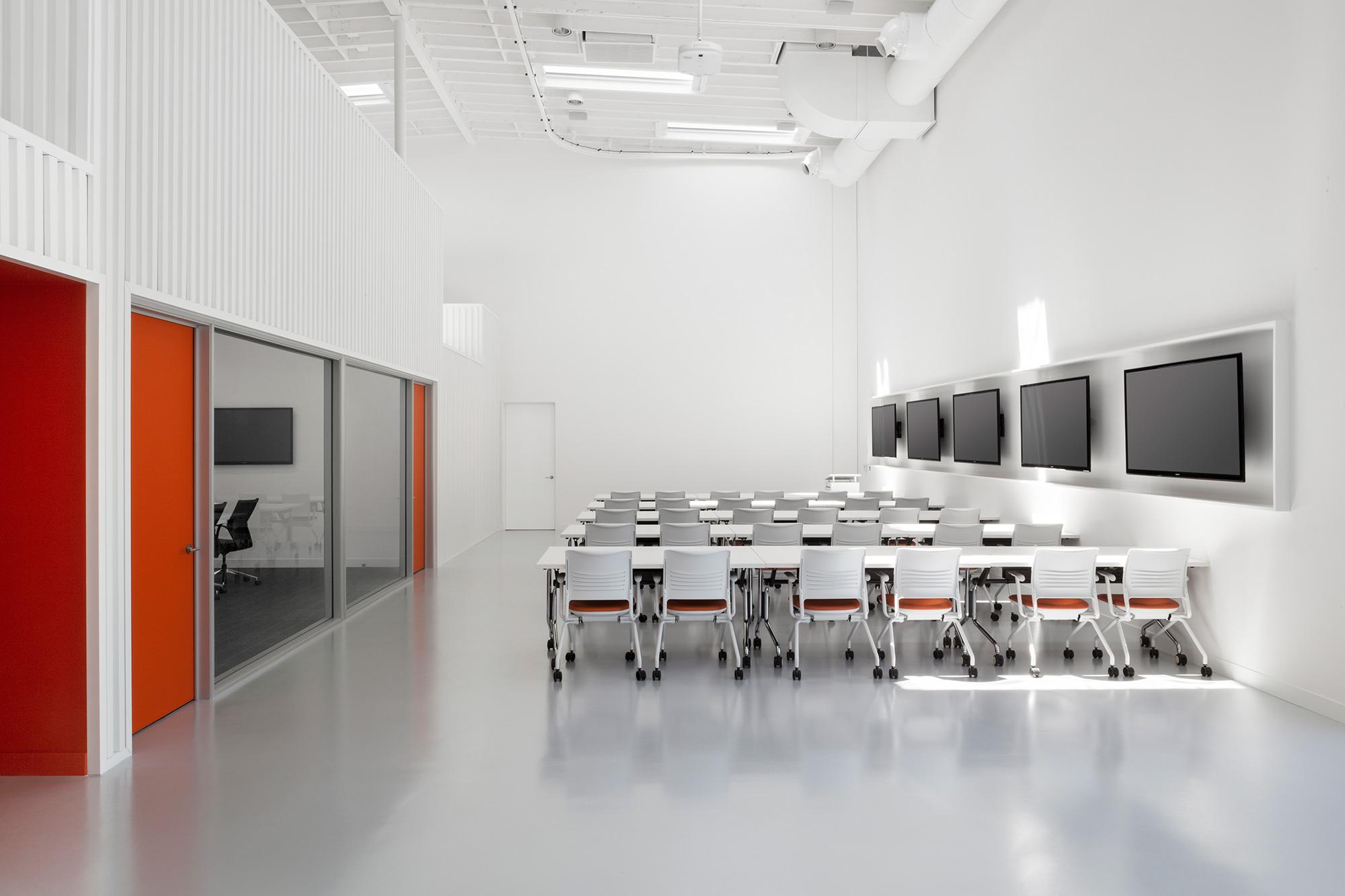 Hangar-Office-02.jpg