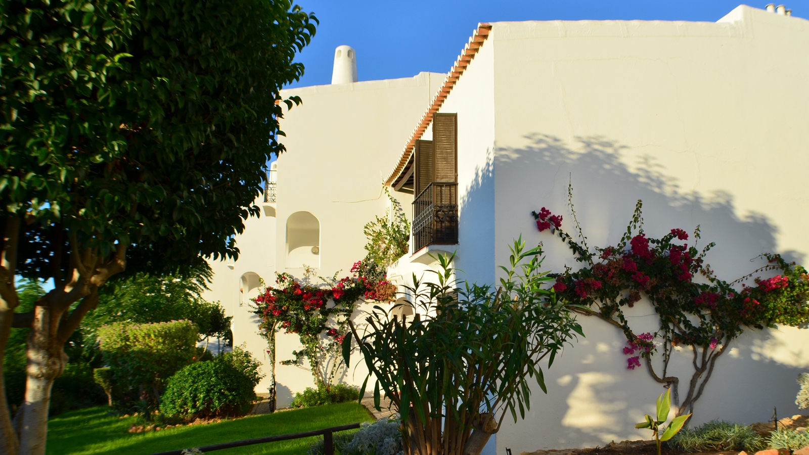 © Algarve Beach Pad (Outside) - 005 the apartment embraced by bougainvillea flowers (web).jpg
