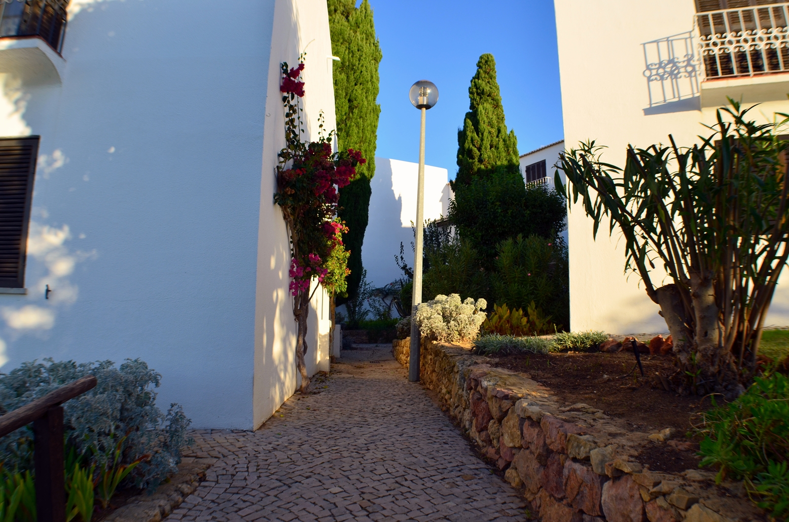 © Algarve Beach Pad (Outside) - 006 beautifully landscaped path to the entrance (web).jpg