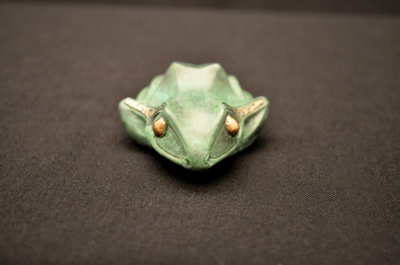 bronze-frog-sculpture-john-maisano-3.jpg