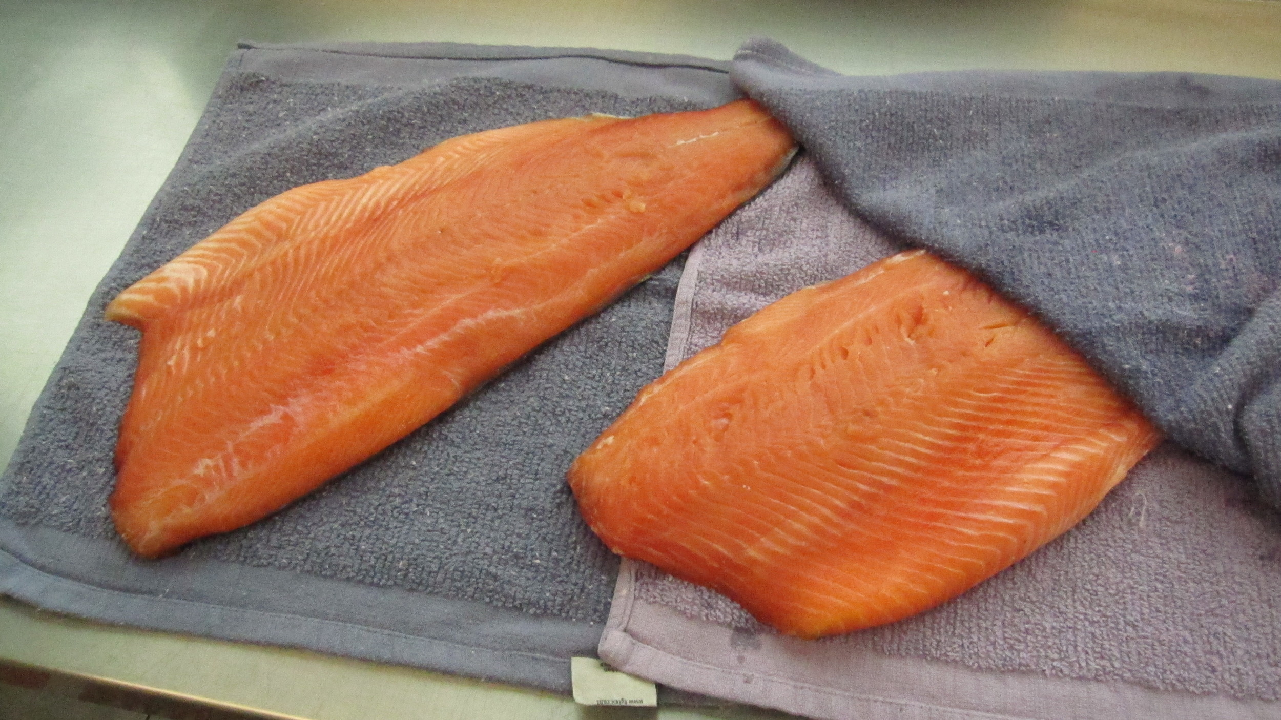 The fillets are dried thoroughly after rinsing