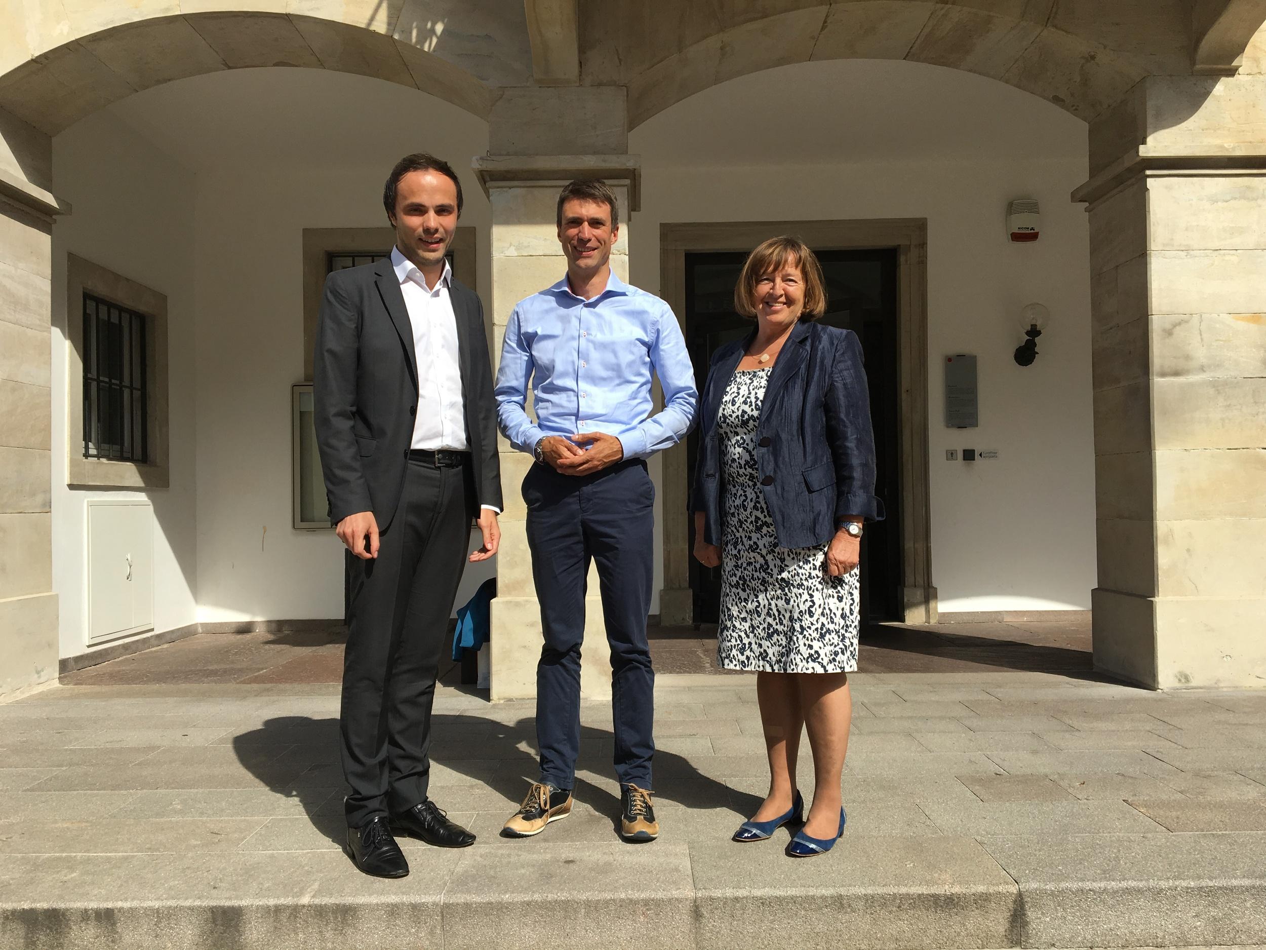 Landesrat Philipp Achammer mit Staatssekretär Stefan Müller und Bürgermeisterin Gertrud Benin Bernard