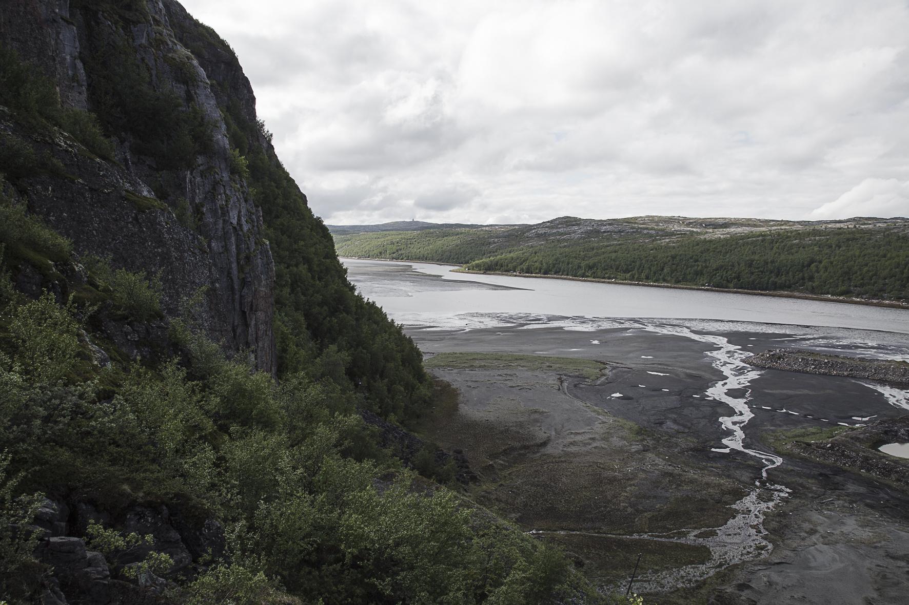 I Inngrep-prosjektet utforsker jeg møtet mellom det naturlige og det menneskeskapte.  Les mer...    Sjødeponi, Sydvaranger Jerngruve 2016