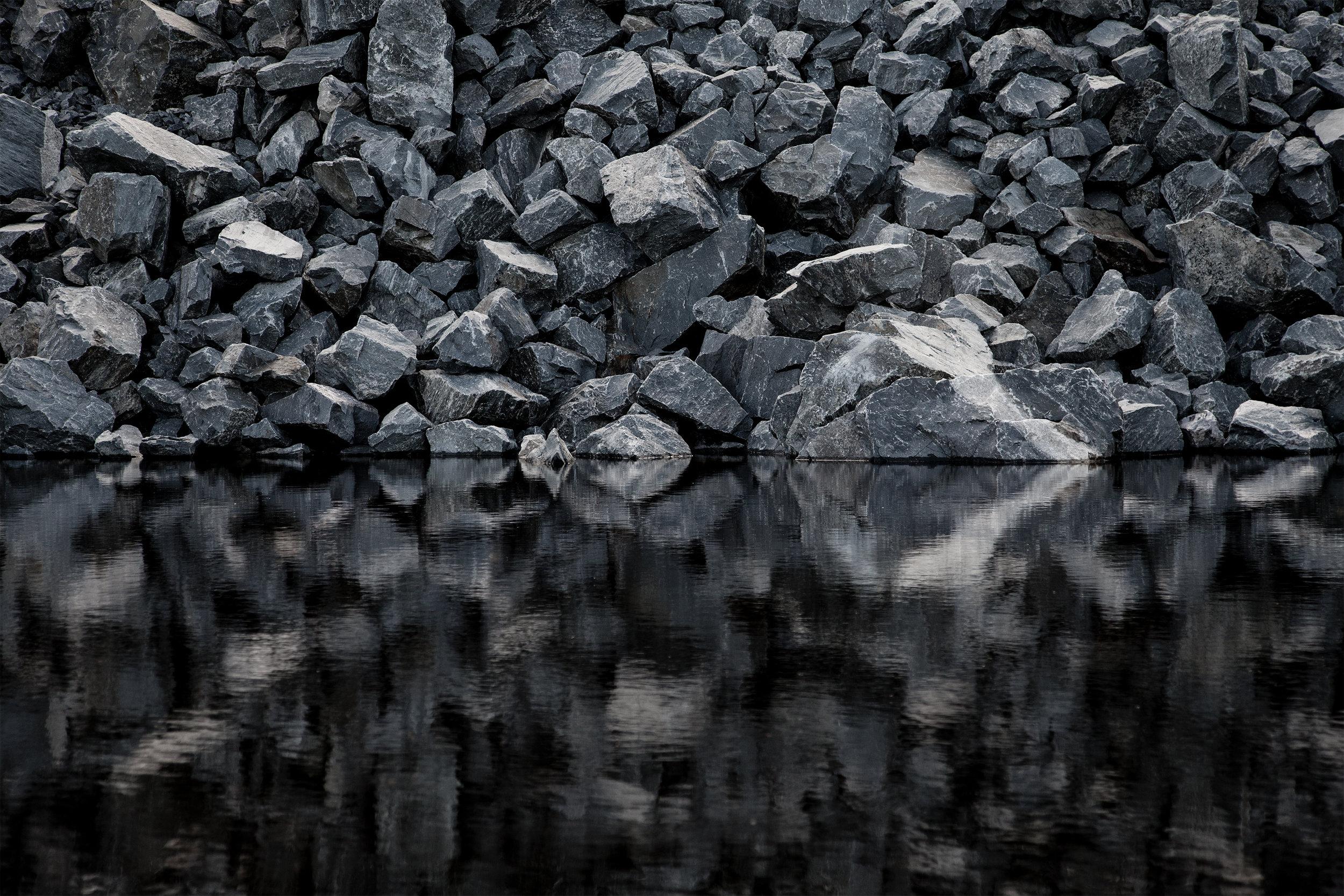 I Inngrep-prosjektet utforsker jeg møtet mellom det naturlige og det menneskeskapte.  Les mer...   Gruvesjø II, Sydvaranger