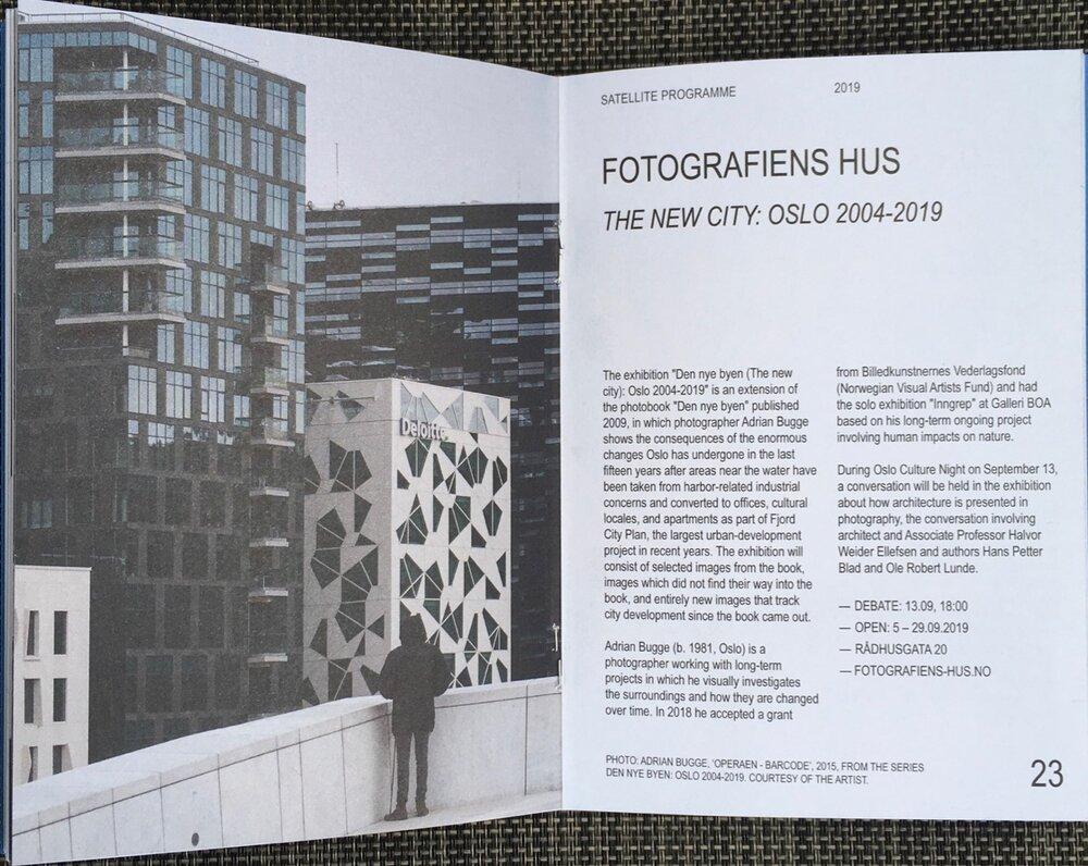 Arrangementet er også en del av Fotobokfestival Oslo og er også omtalt i deres program. Samtalen er arrangert av Adrian Bugge og er støttet av Fritt Ord